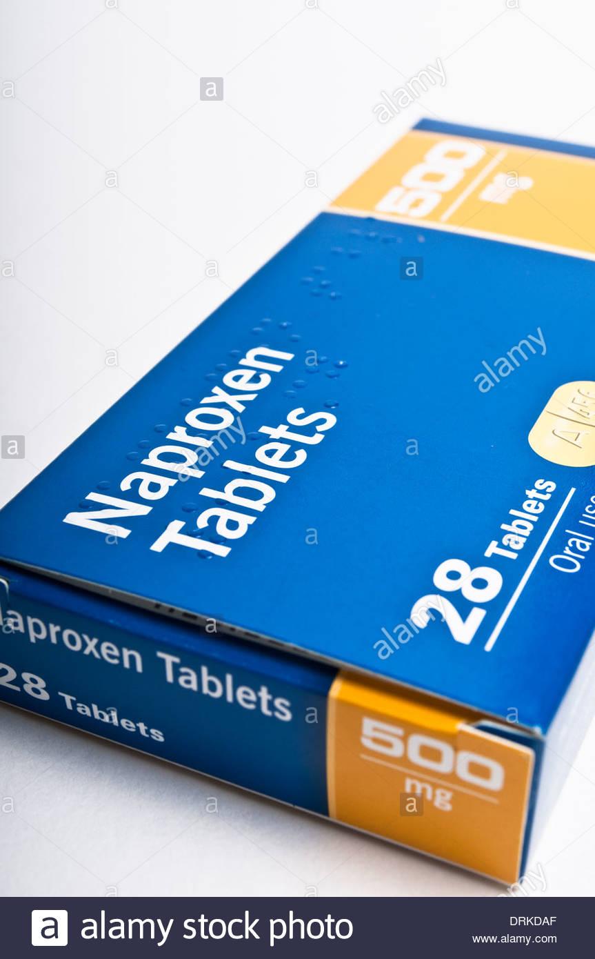 Schachtel mit Naproxen Tabletten zur Behandlung von arthritis Stockbild