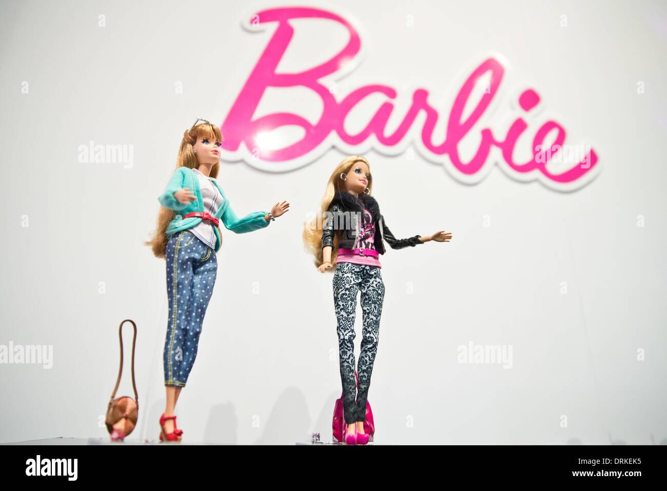 Nürnberg, Deutschland. 28. Januar 2014. Die neue Deluxe Fashionista Barbie ist während der Neuheiten-Show bei der 65. Internationalen Spielwarenmesse in Nürnberg, 28. Januar 2014 abgebildet. Foto: Daniel Karmann/Dpa/Alamy Live News Stockbild