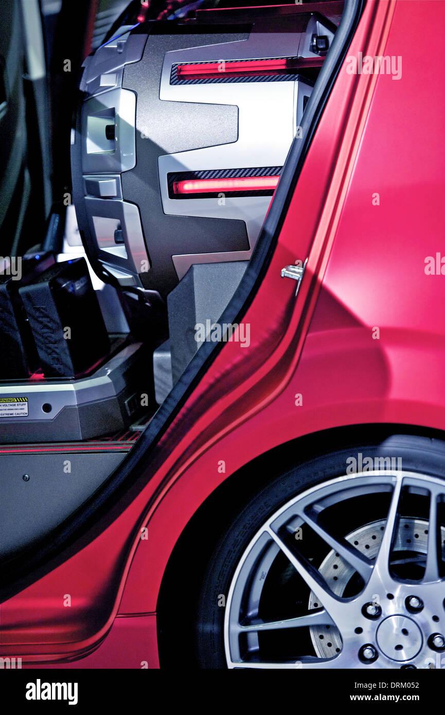 Wahnsinnige Subwoofer im Kleinwagen - Closeup Foto. Auto-Audio-Technologie-Foto-Sammlung. Stockbild