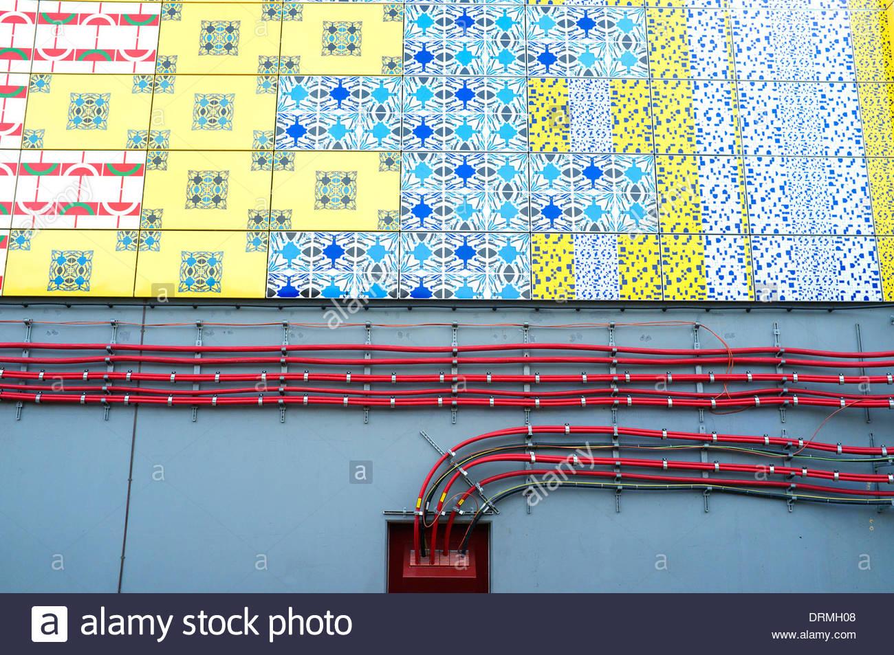 Edgware Road u-Bahnstation, zeigt Elektroverkabelung und Artwork von ...