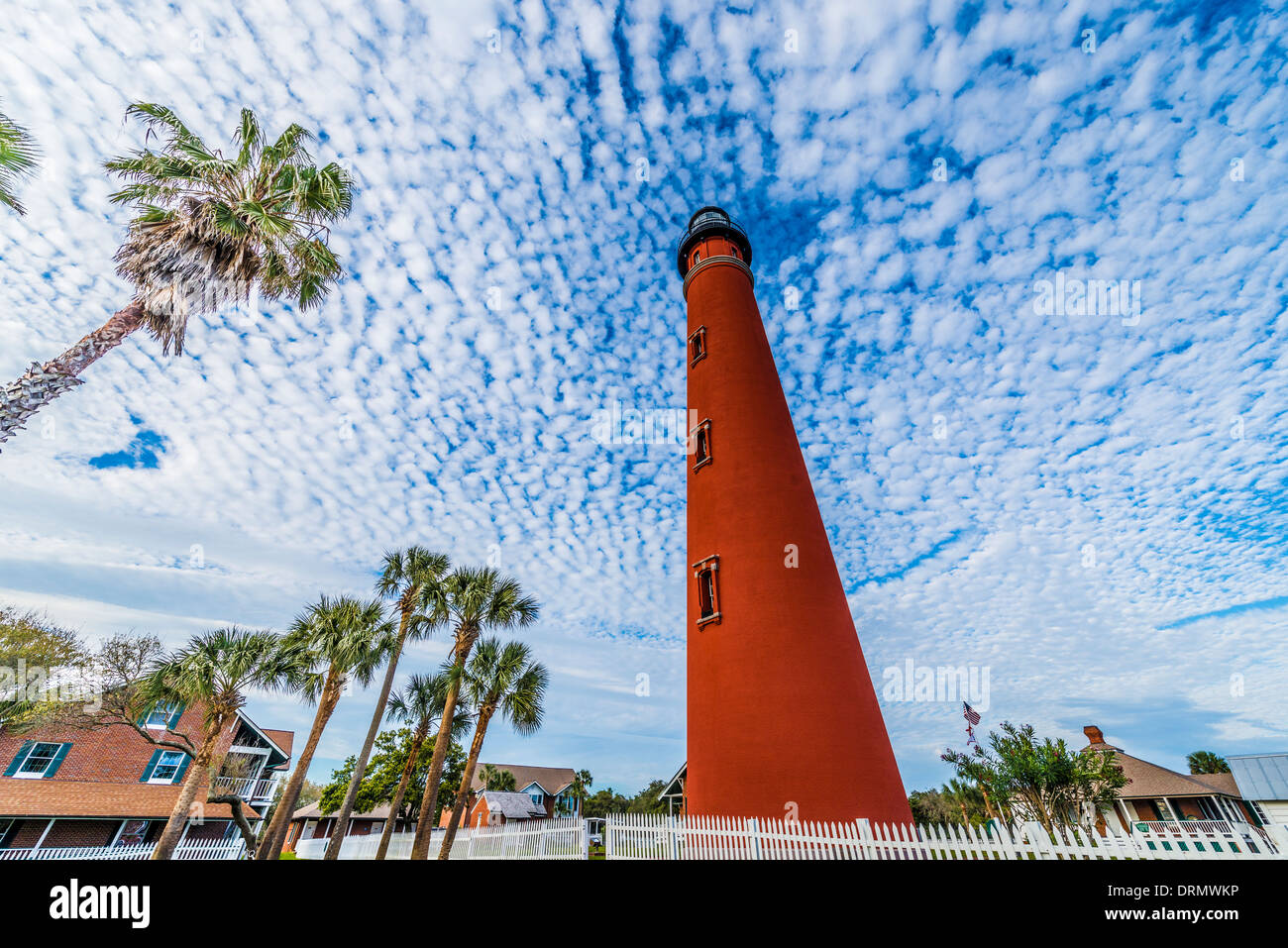 Ponce Inlet Leuchtturm Florida Lighthouse Point Park Buttermilch Wolken entlang Atlantik gebaut im Jahr 1867 höchste Leuchtturm Stockbild