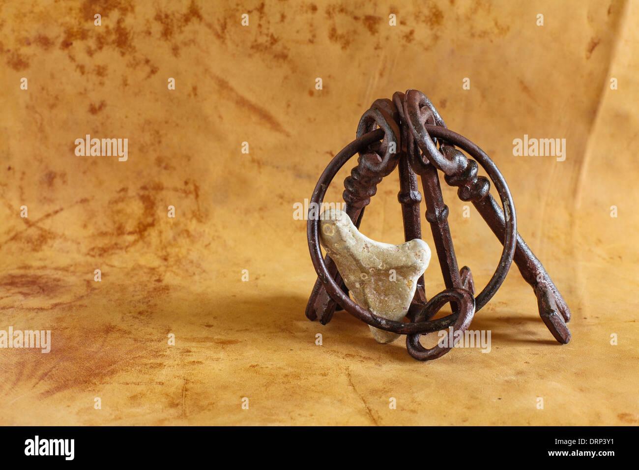 Alten Schlüsselbund mit einem Herz aus Stein Stockbild