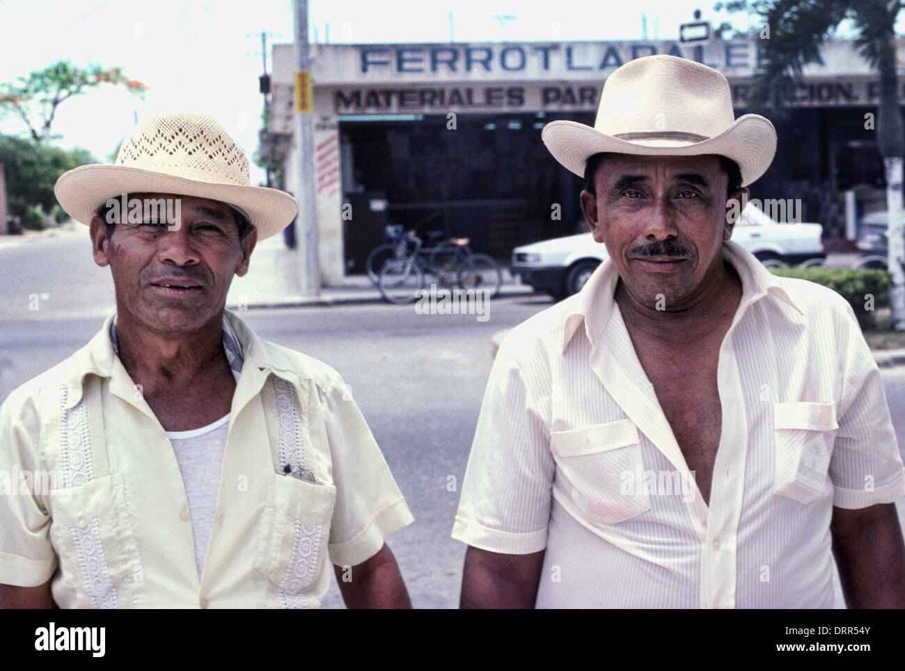 Mexikanische Männer mit Sombrero-hüten in Cozumel, Mexiko