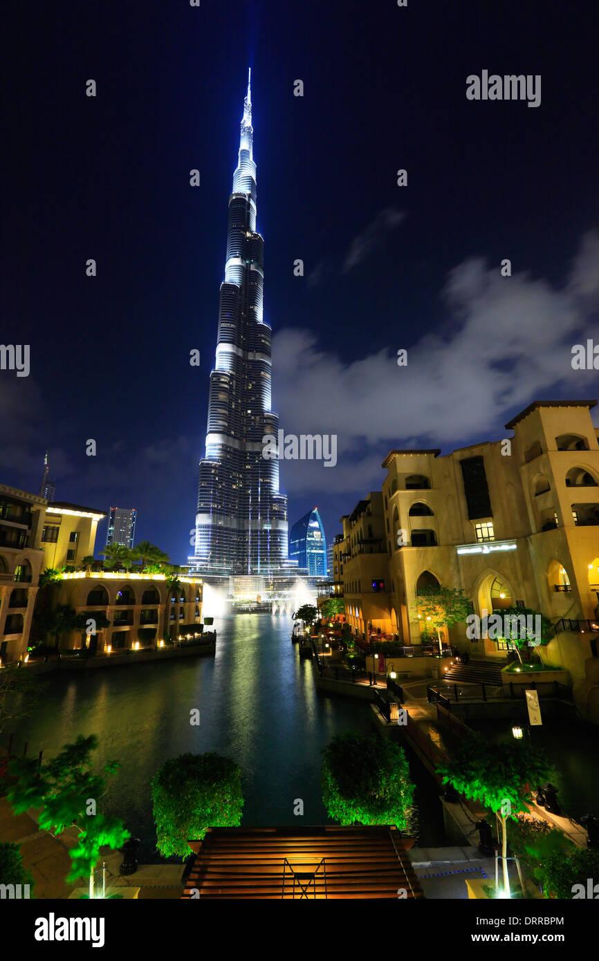 Dubai, Burj Khalifa in der Nacht. Stockbild