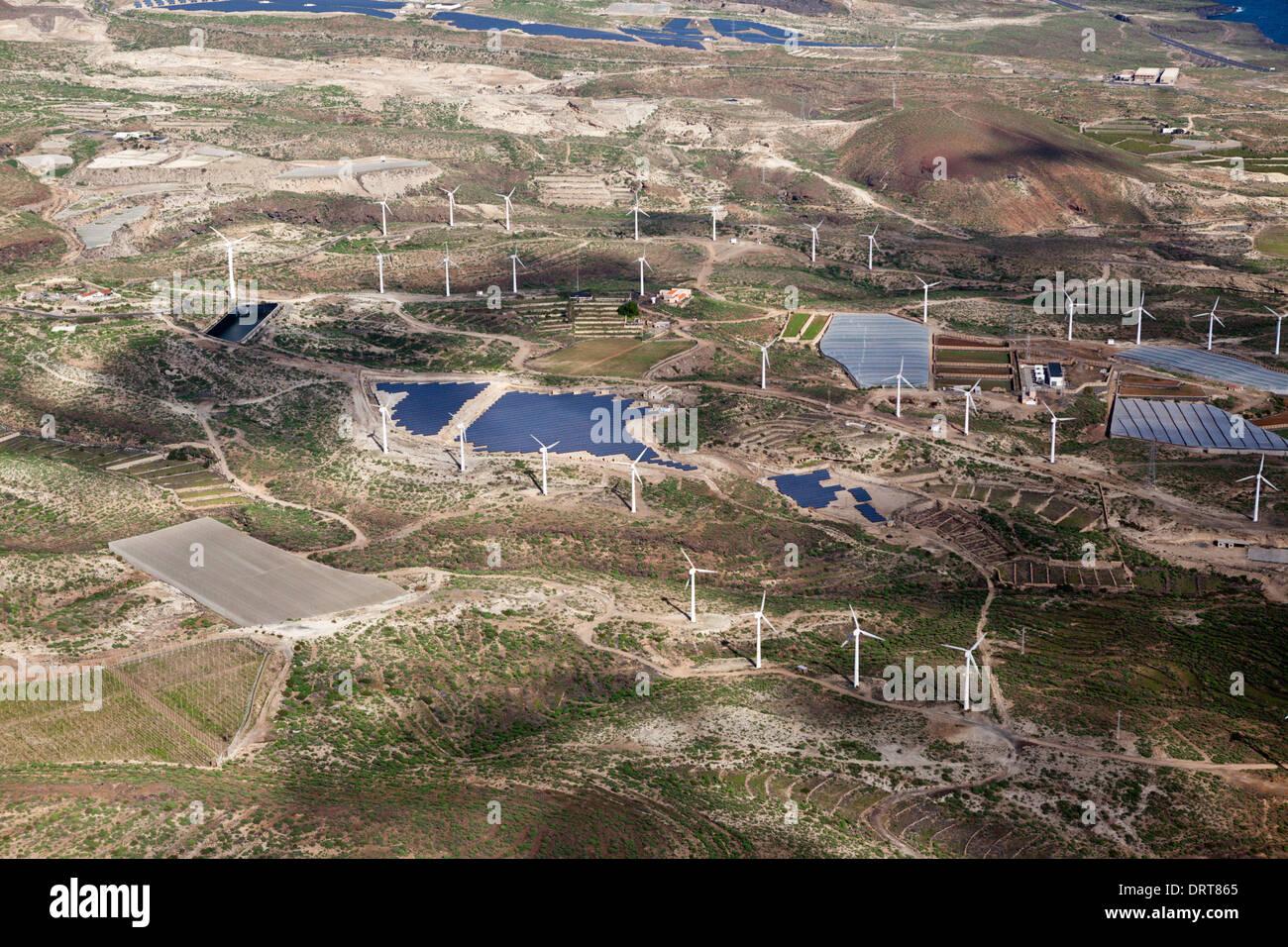 Aerial View Solarkollektoren und Wind Kraftwerk, Teneriffa, Spanien Stockbild
