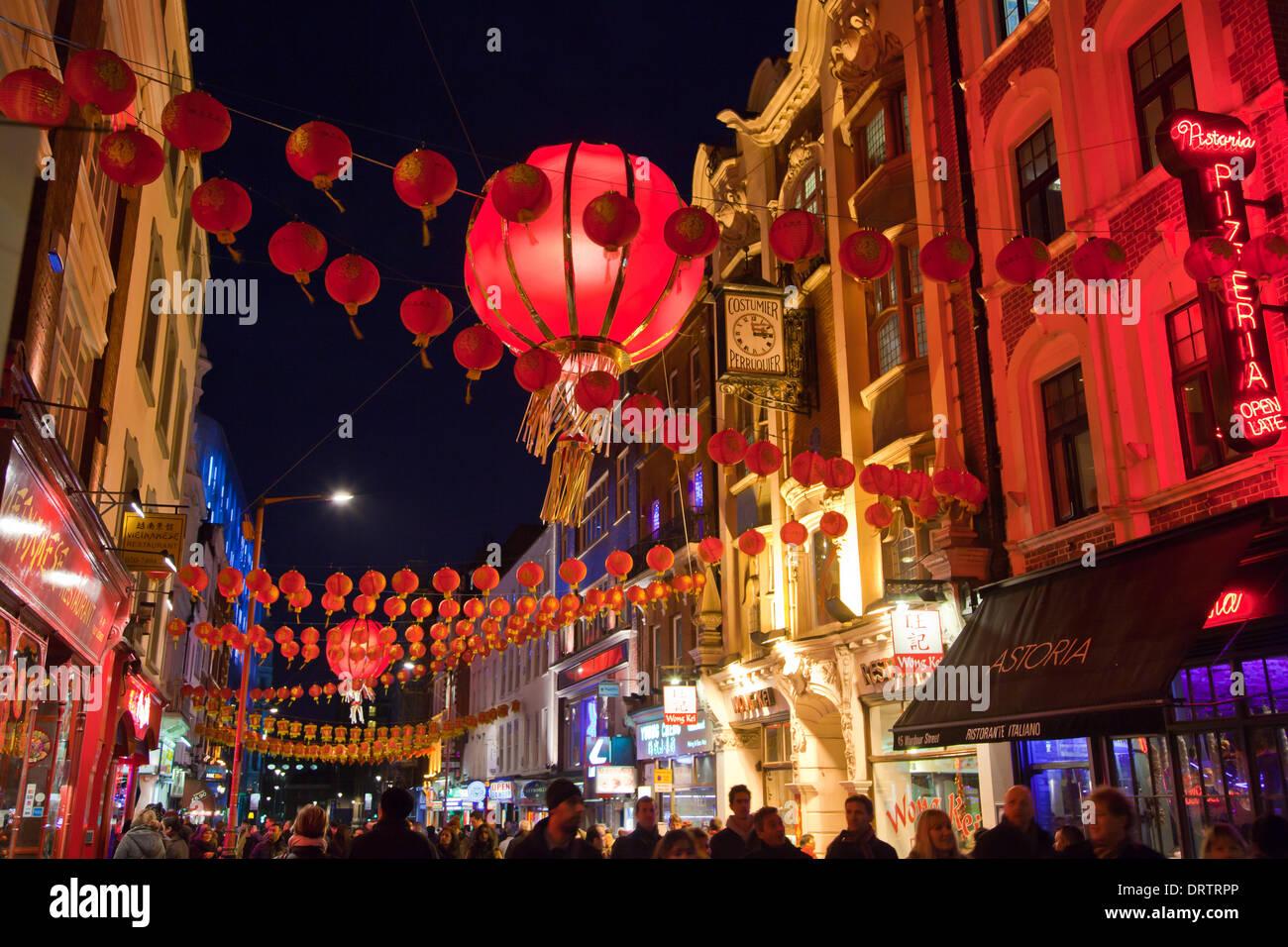 London, UK. 1. Februar 2014. Die Straßen sind geschmückt mit roten ...