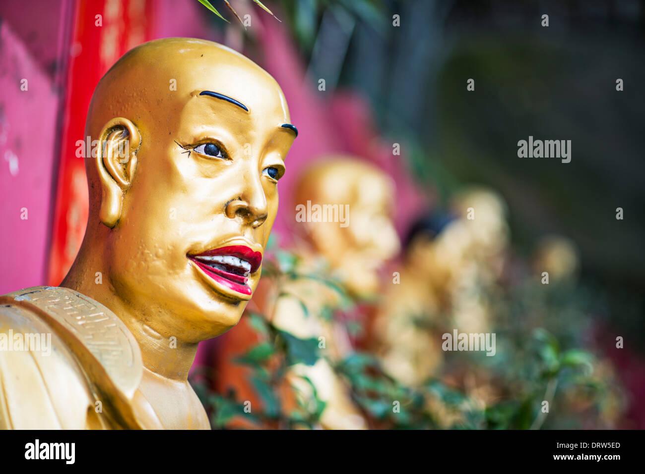 Buddha-Statue in zehn tausend Buddhas Kloster in Hong Kong, China. Stockbild