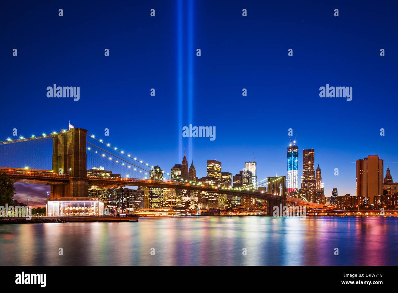 New York City mit 11.September Tribute in Light. Stockbild