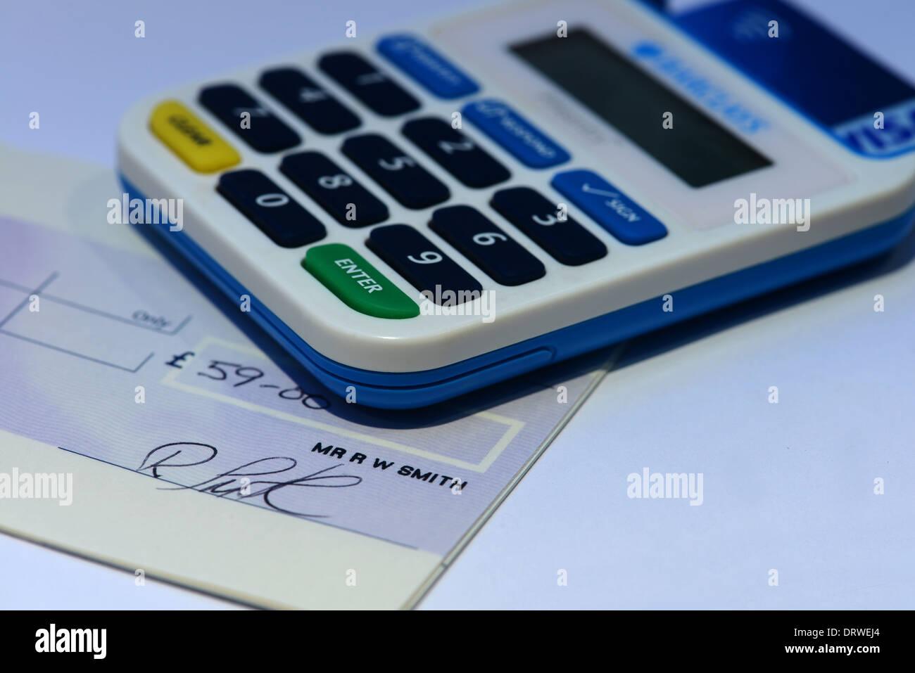 Barclays Bank Pin Sentry-Kartenlesegerät, das verhindert, dass Internet-Betrug und half den Niedergang des Schecks als Zahlungsmittel. Stockbild