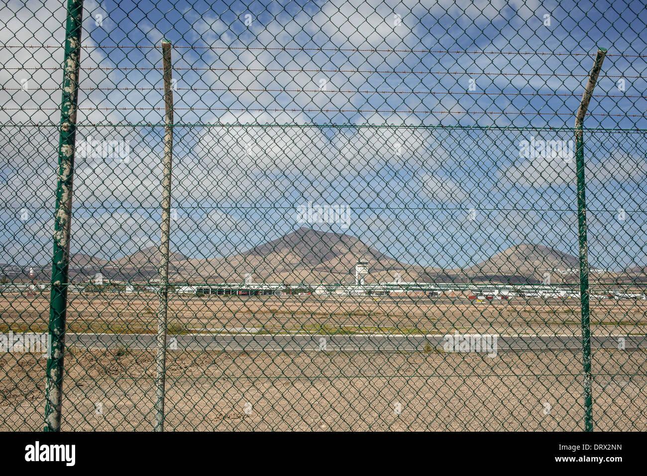 Flughafen von Lanzarote hinter einem Zaun Stockbild