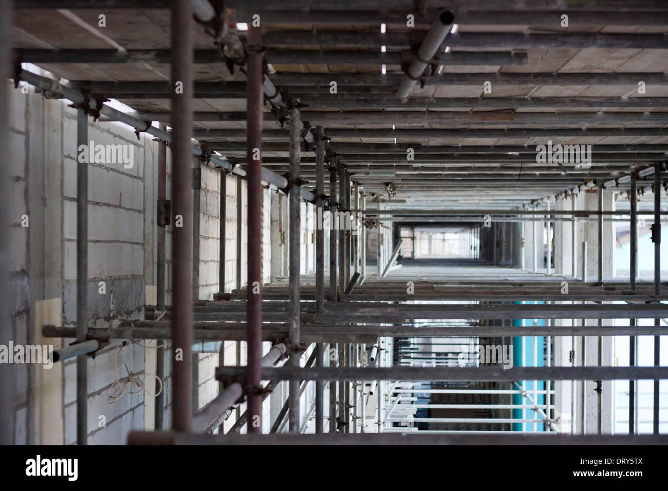 Detail der Metallgerüste am Gebäude. Stockbild