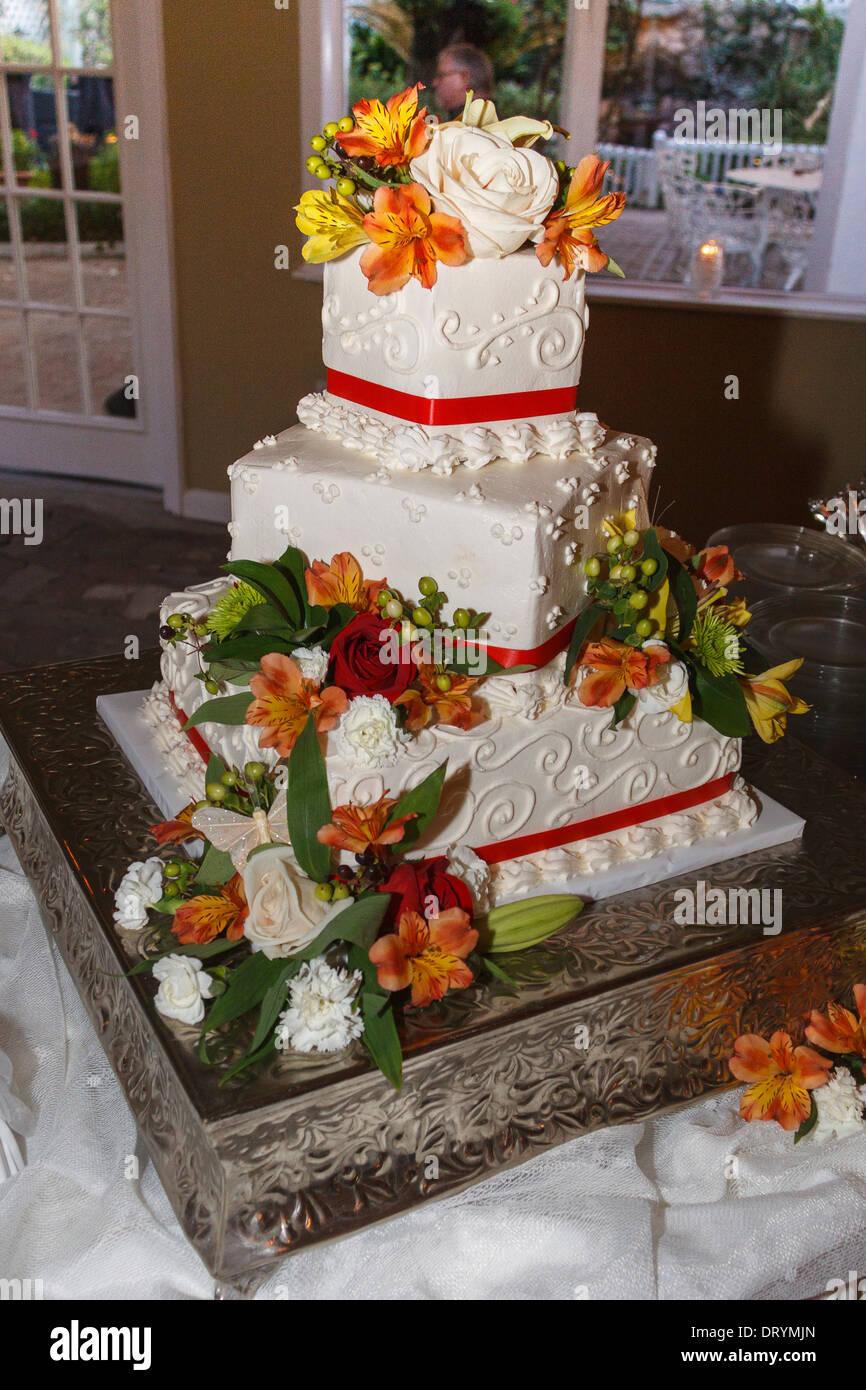 3 Stufe Hochzeitstorte bei Hochzeitsfeier Stockbild