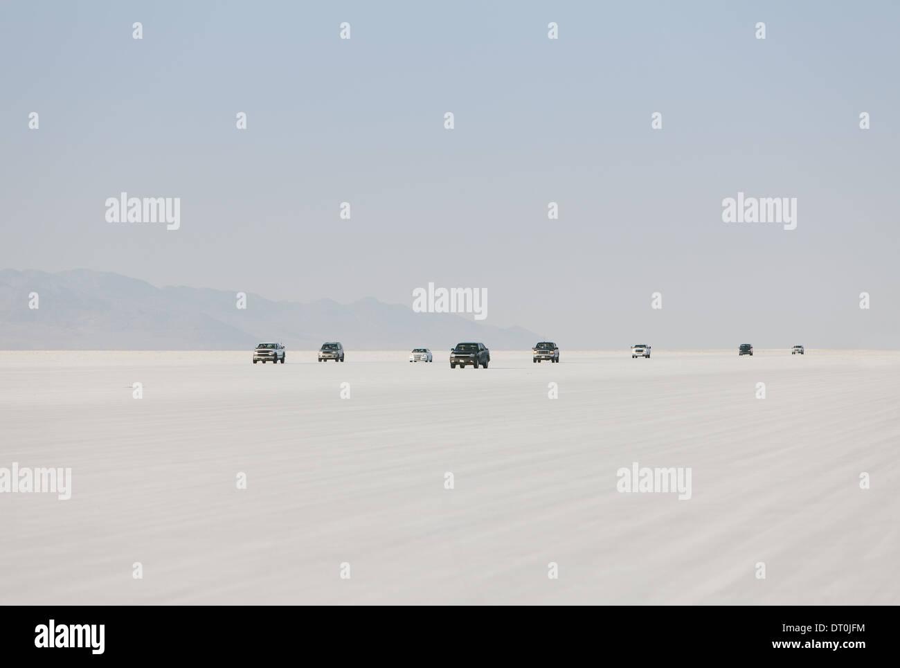 Salzsee von Bonneville Utah USA Autos fahren auf dem Salzsee von Bonneville Speed Week Stockbild