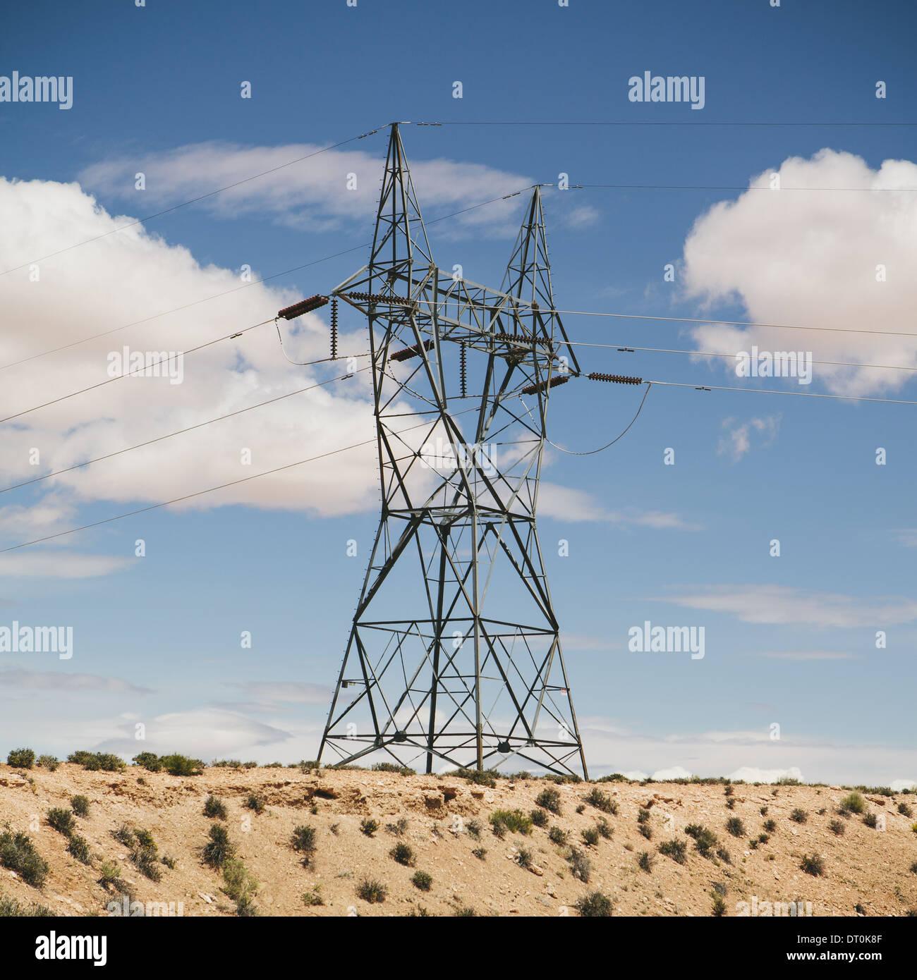 Tucson Arizona USA hohen Pylon mit Stromleitungen in der Wüste Stockbild