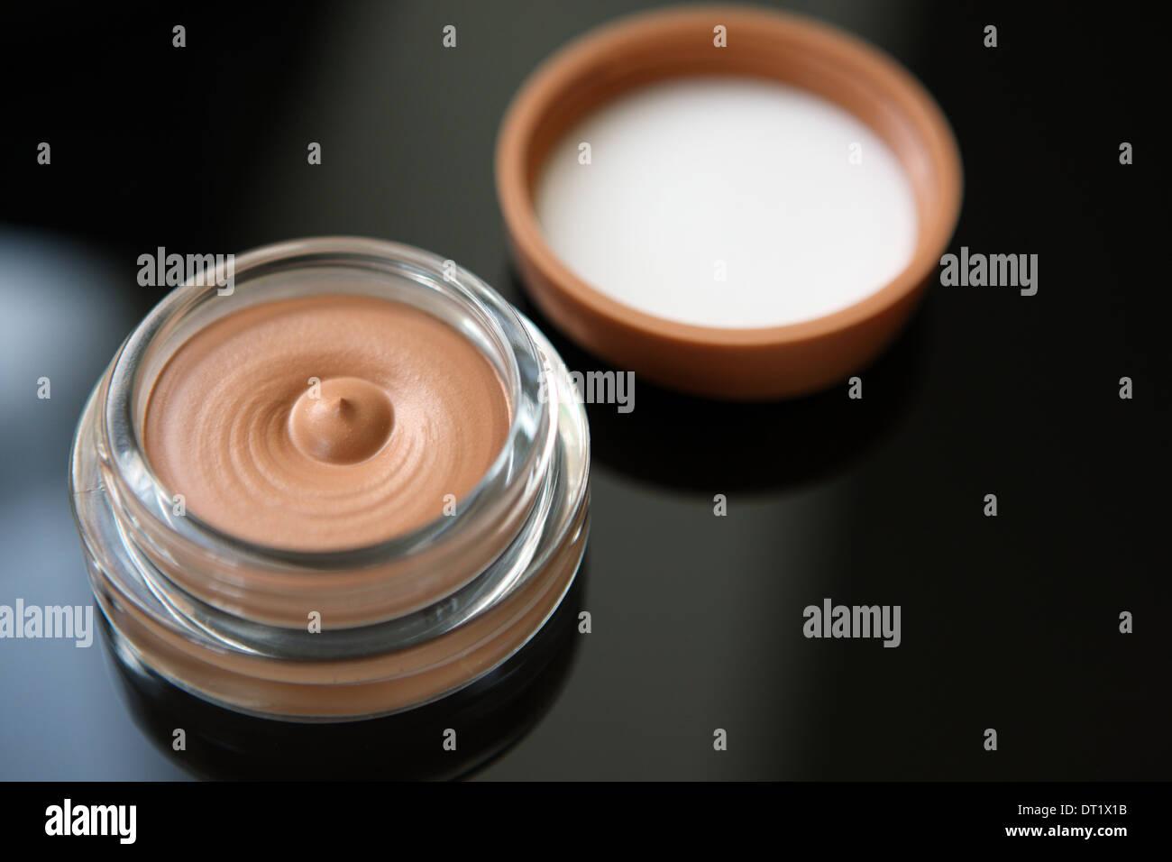 Stiftung Make-up im Weckglas Stockbild