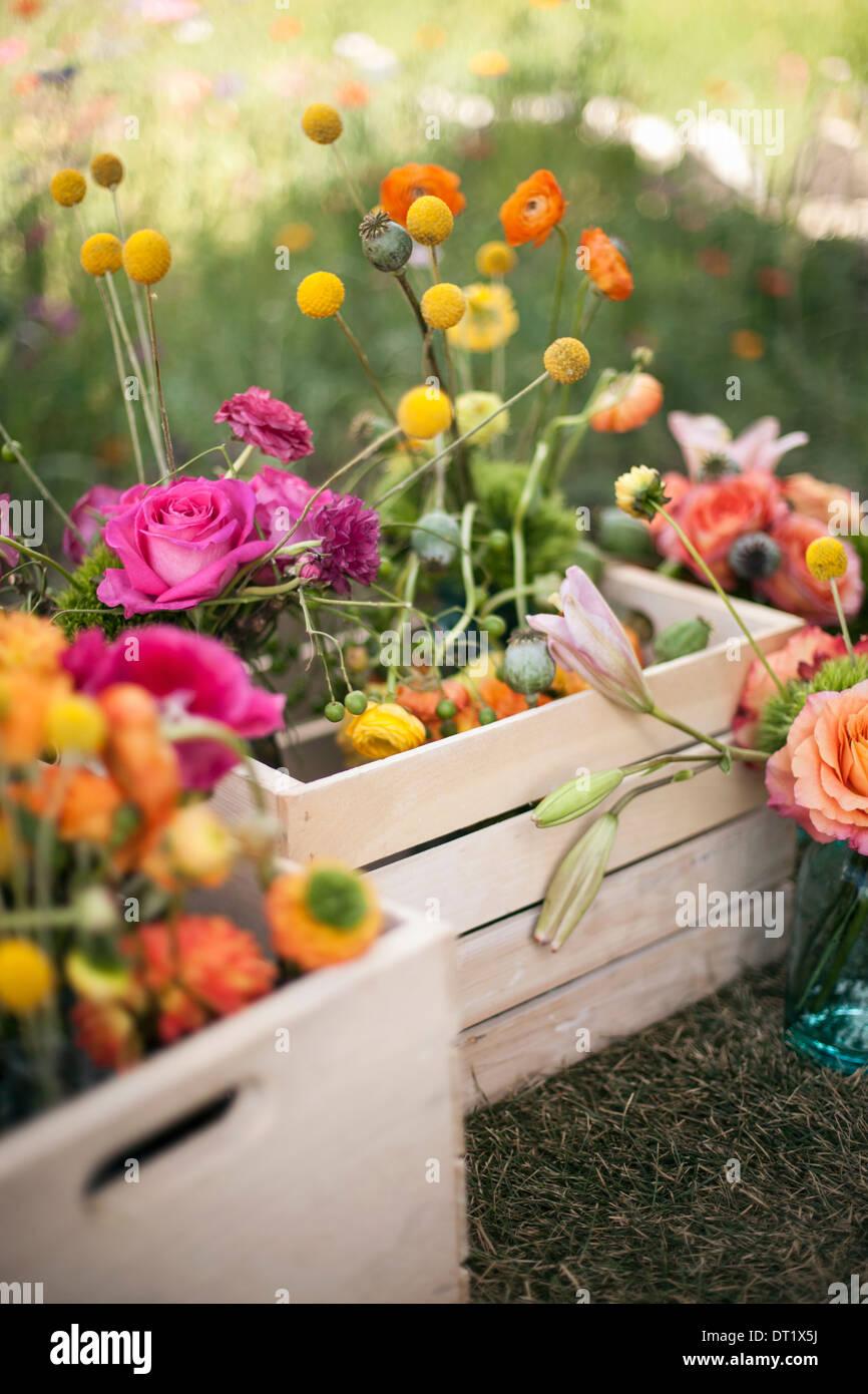 Hochzeit Tischdekoration Bluten Eine Holzkiste Mit Frischen Blumen