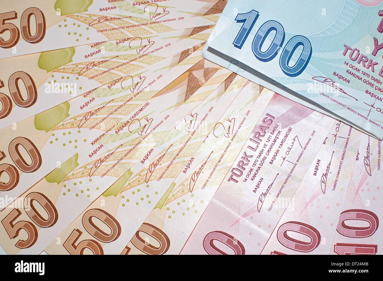Türkische Währung, ein Close Up von gemischten Lira-Banknoten. Stockbild
