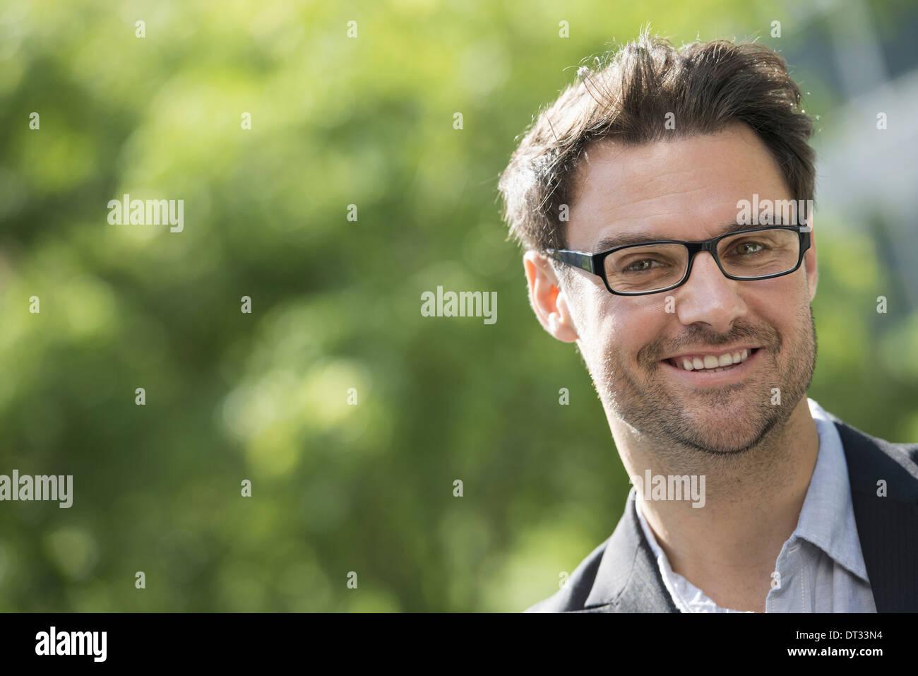 Kurze haare brille mann