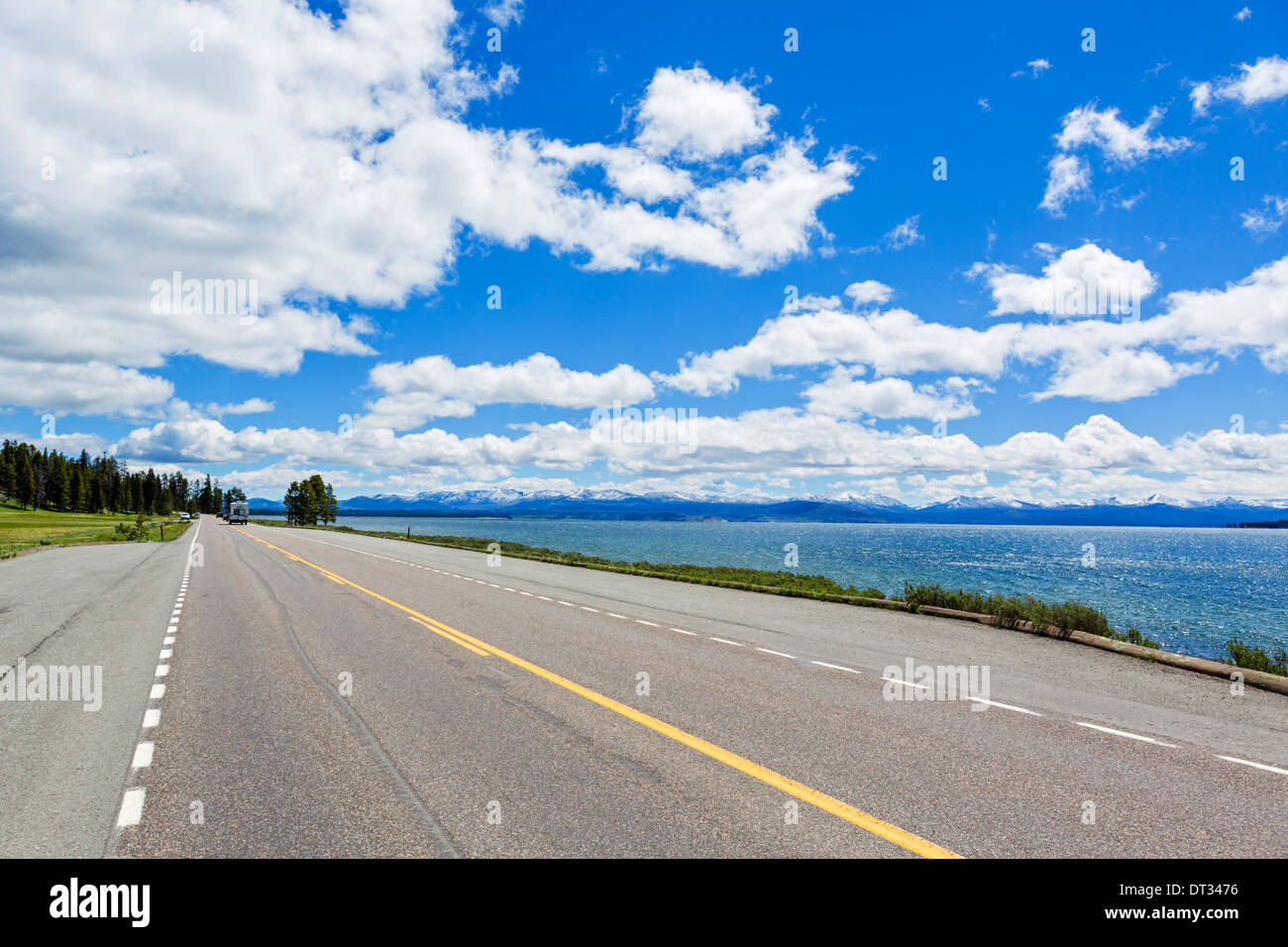 Die Grand Loop Road entlang den Ufern des Yellowstone Lake im Bridge Bay, Yellowstone-Nationalpark, Wyoming, USA Stockfoto
