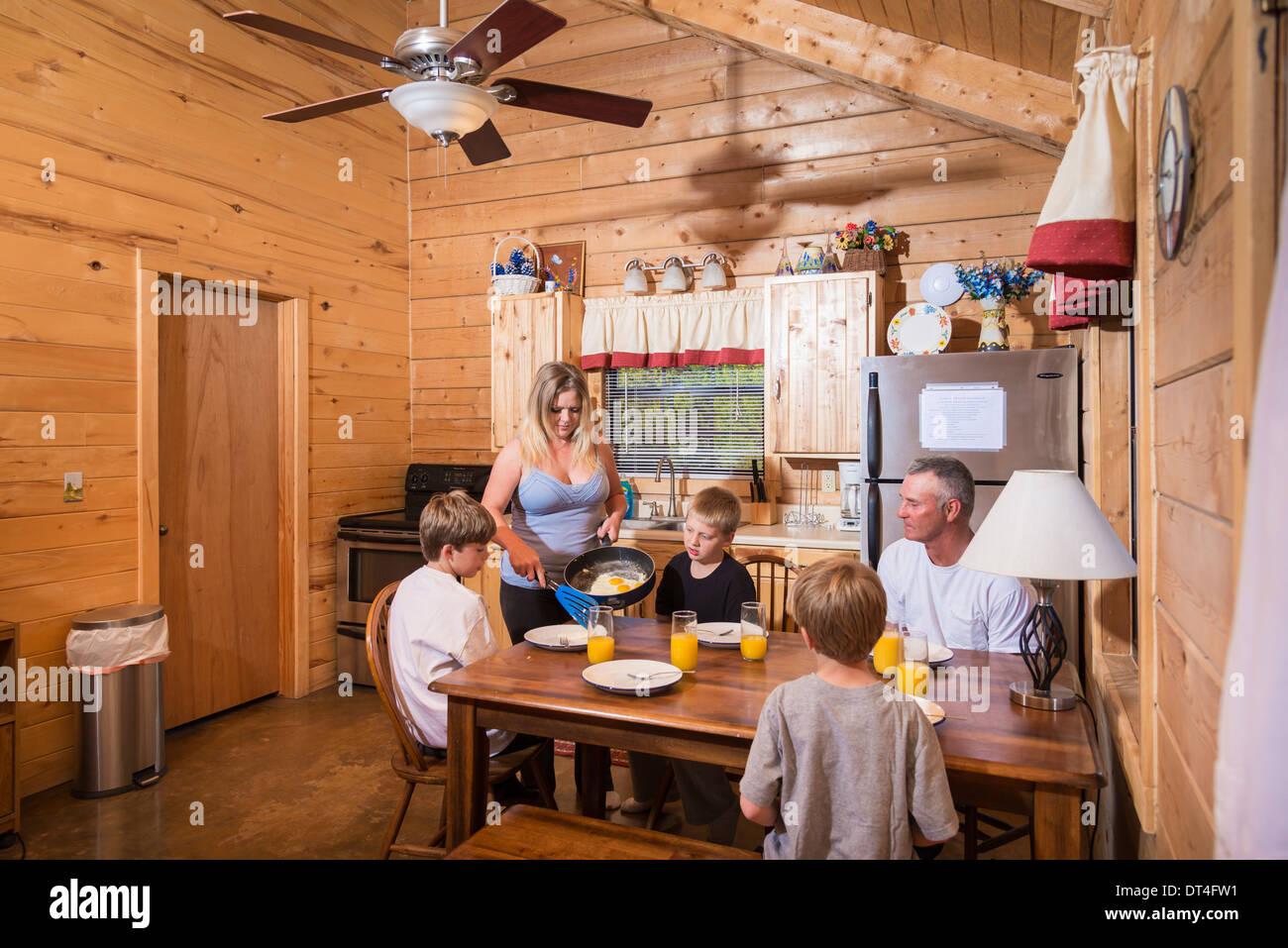 Log Home Stockfotos & Log Home Bilder - Alamy