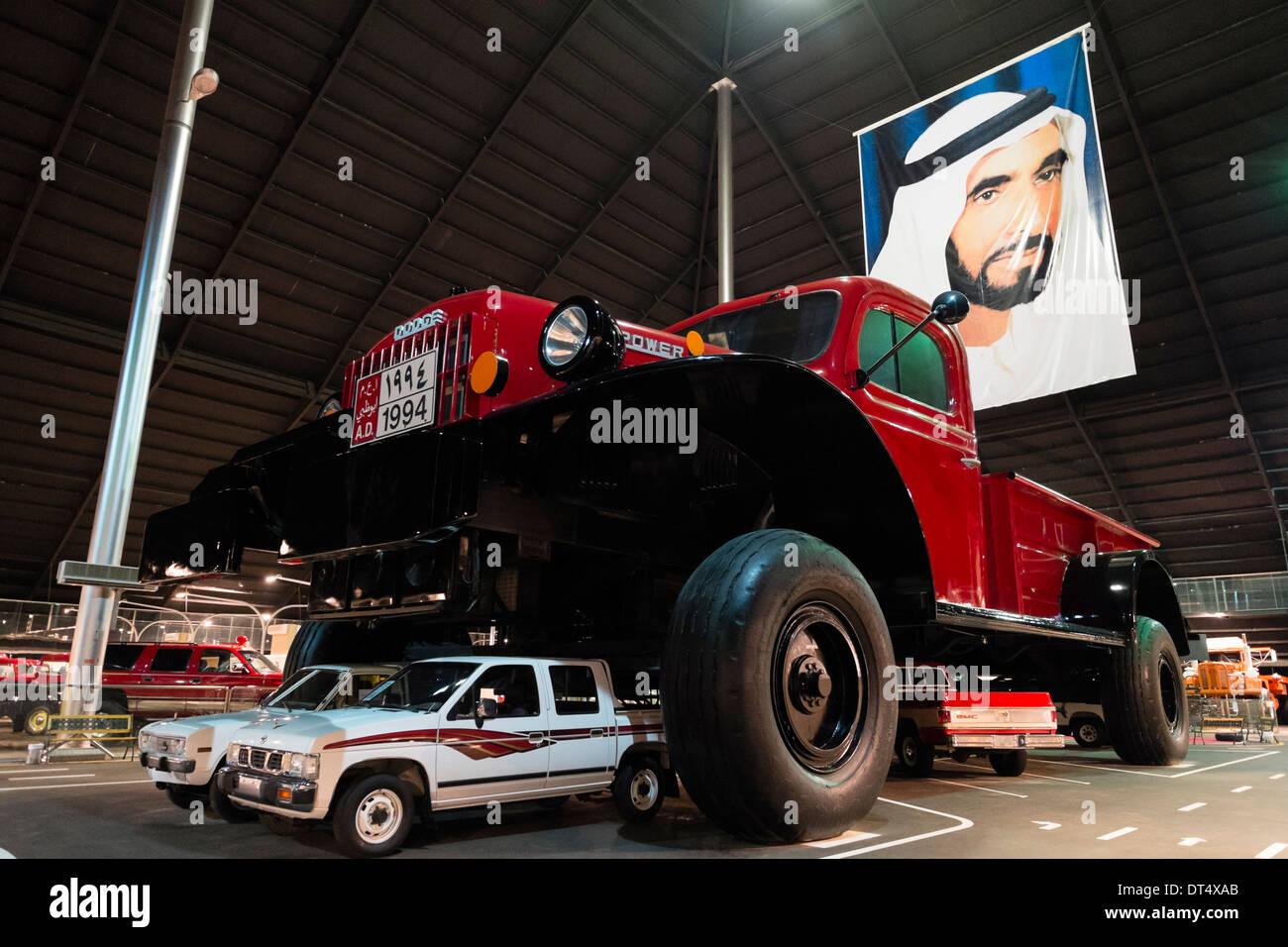 Sehr große Dodge Truck auf dem Display an Emirates National Auto Museum Ouside Abu Dhabi, Vereinigte Arabische Emirate Stockbild