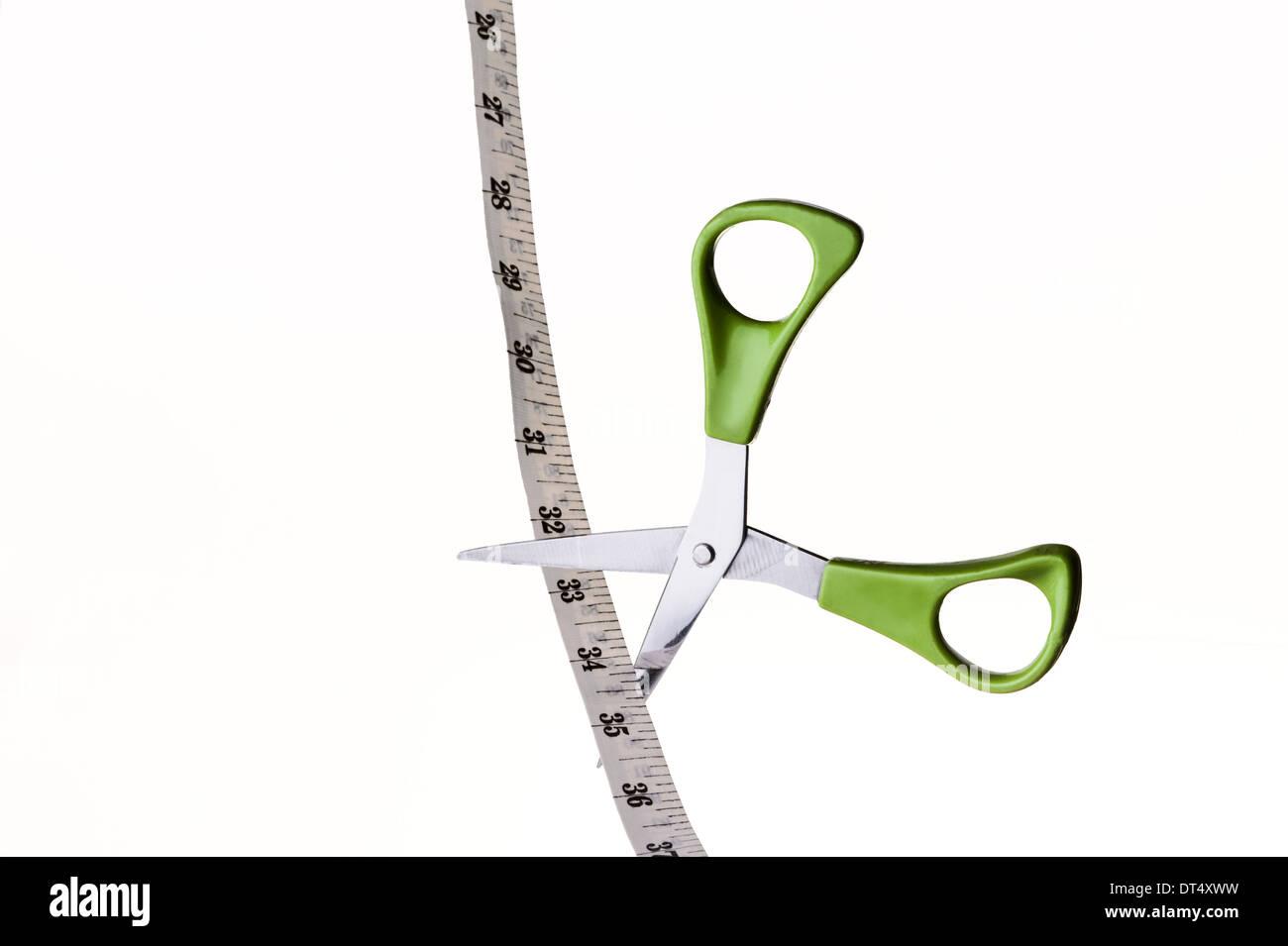 Schere schneiden ein Maßband. Gewichtsverlust, zu reduzieren. Stockbild