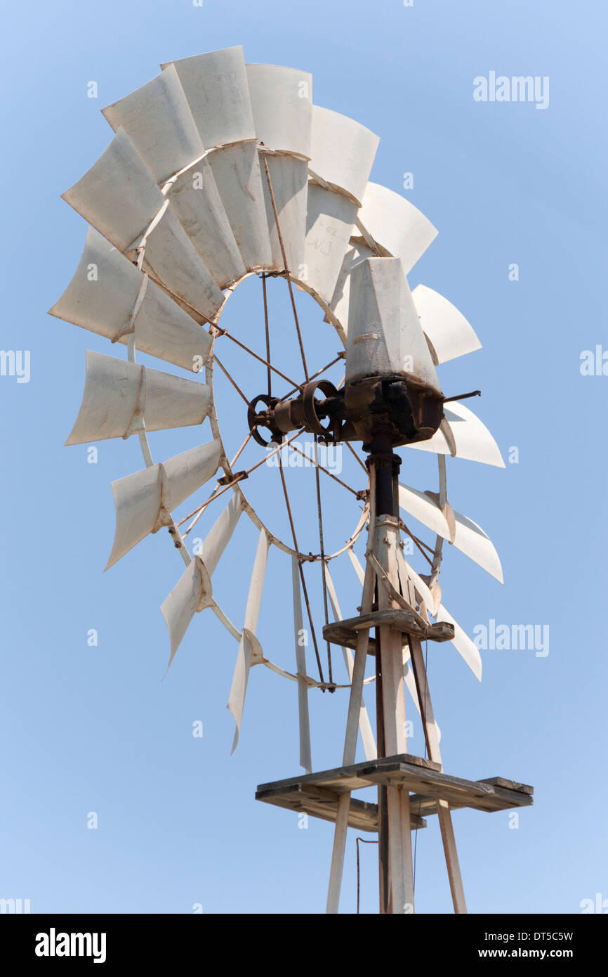 Kopf und Messer einer artesischen Brunnen Wasserpumpe in Zypern Stockbild