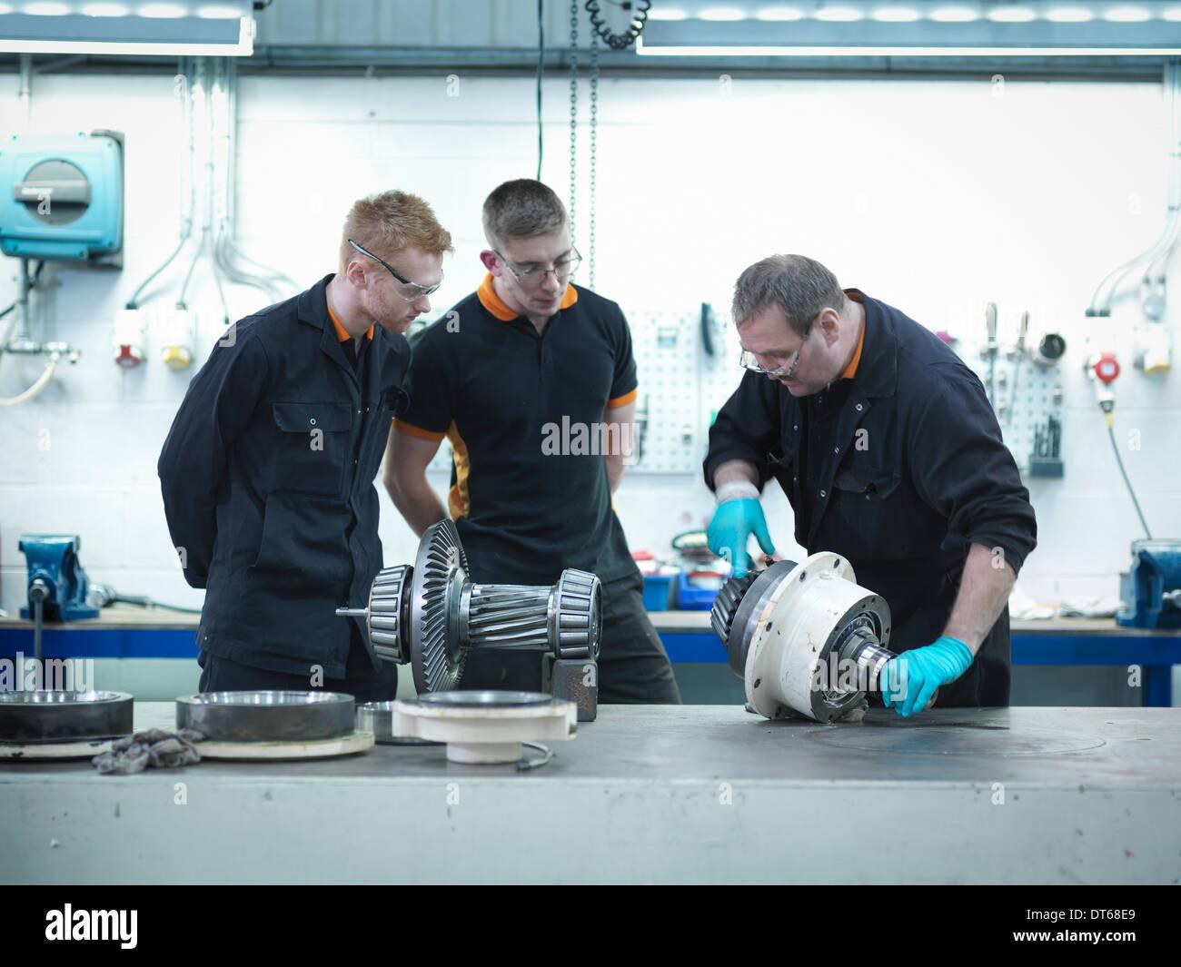 Ingenieur Lehre Lehrlinge in engineering Fabrik Stockbild