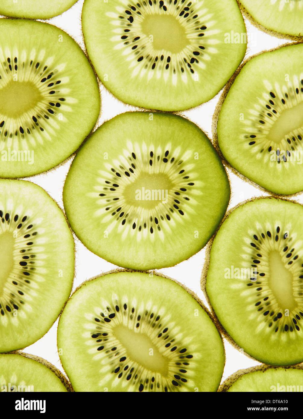 Bio Kiwi Scheiben, weißer Hintergrund Stockbild