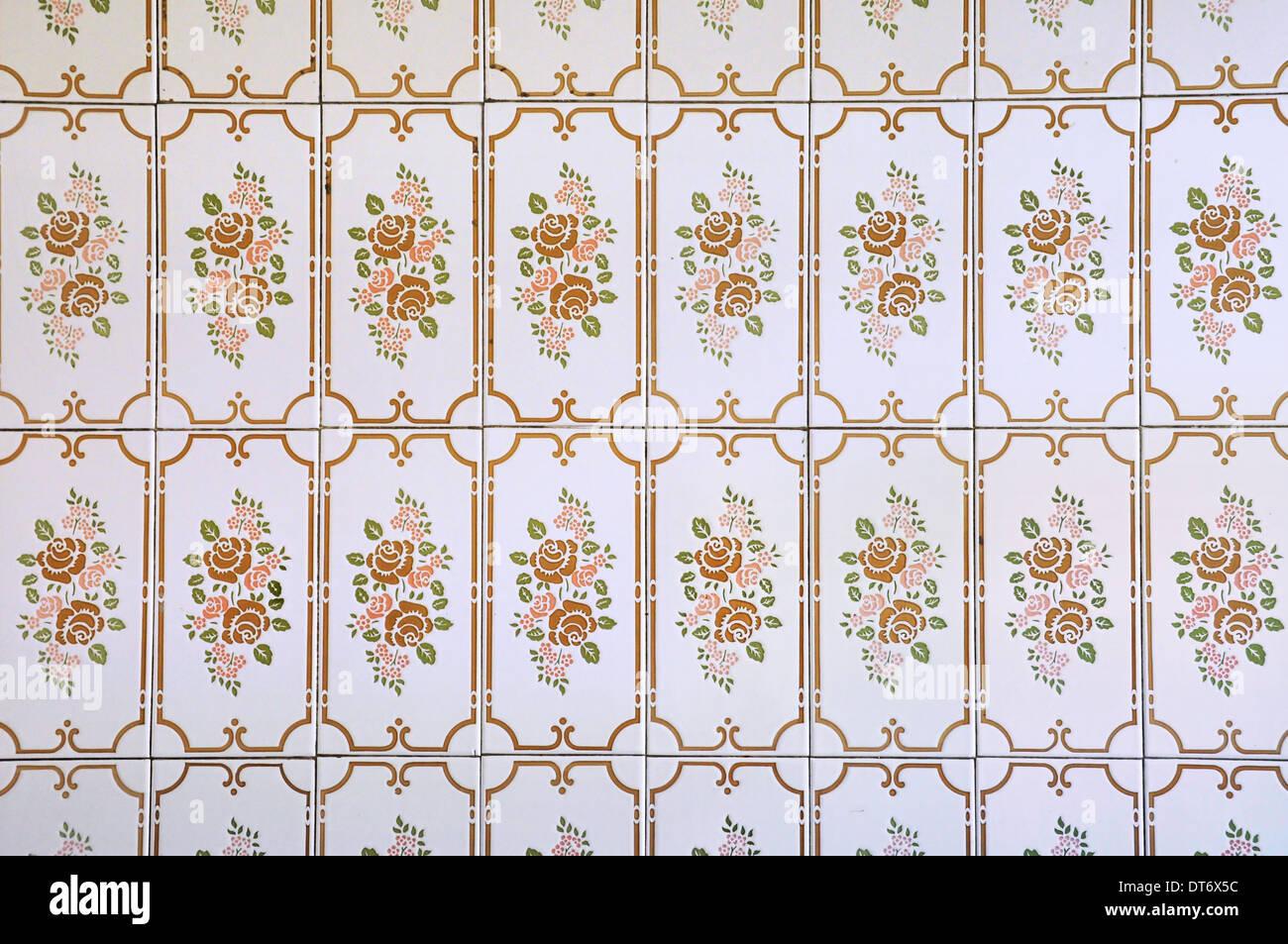Küche Wandfliesen mit floralem Muster in einem Haus in 1970er Jahren ...