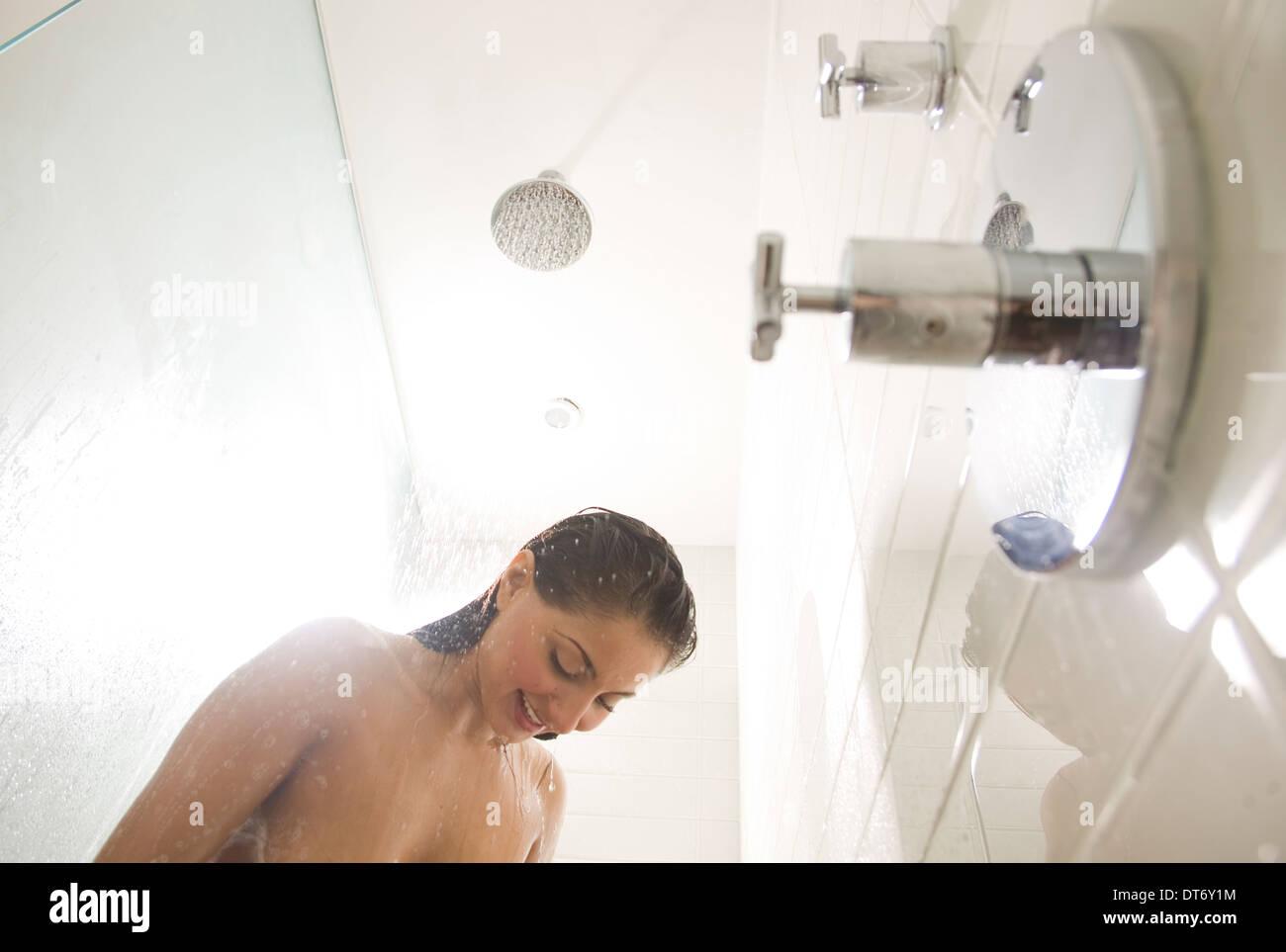 Duschen frauen nackt beim Nackte Weiber