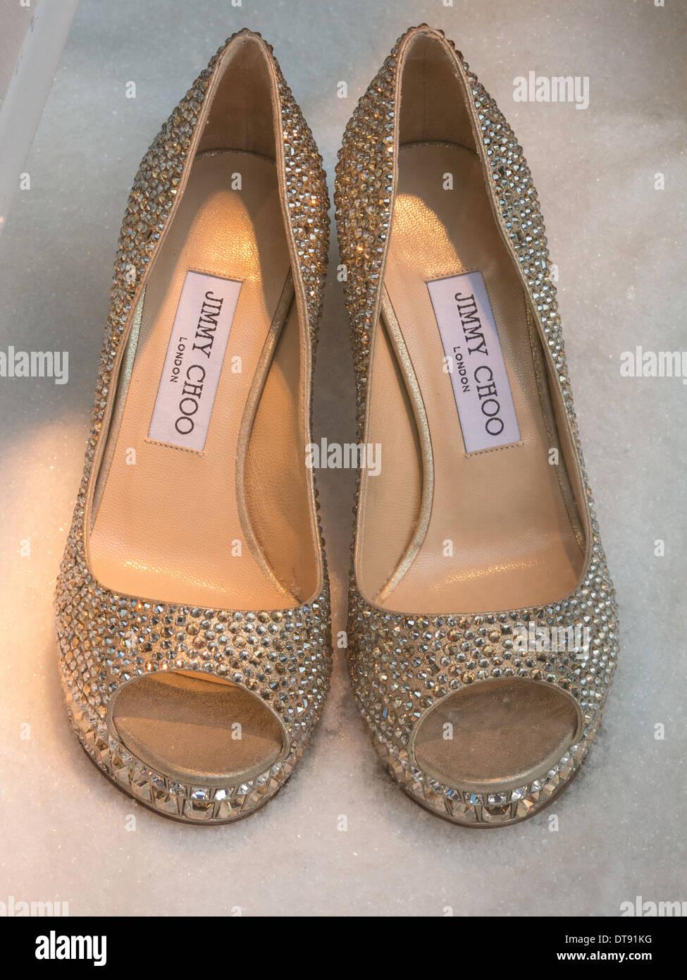 Paar von Jimmy Choo High Heel Schuhe, Saks, NYC, USA Stockbild
