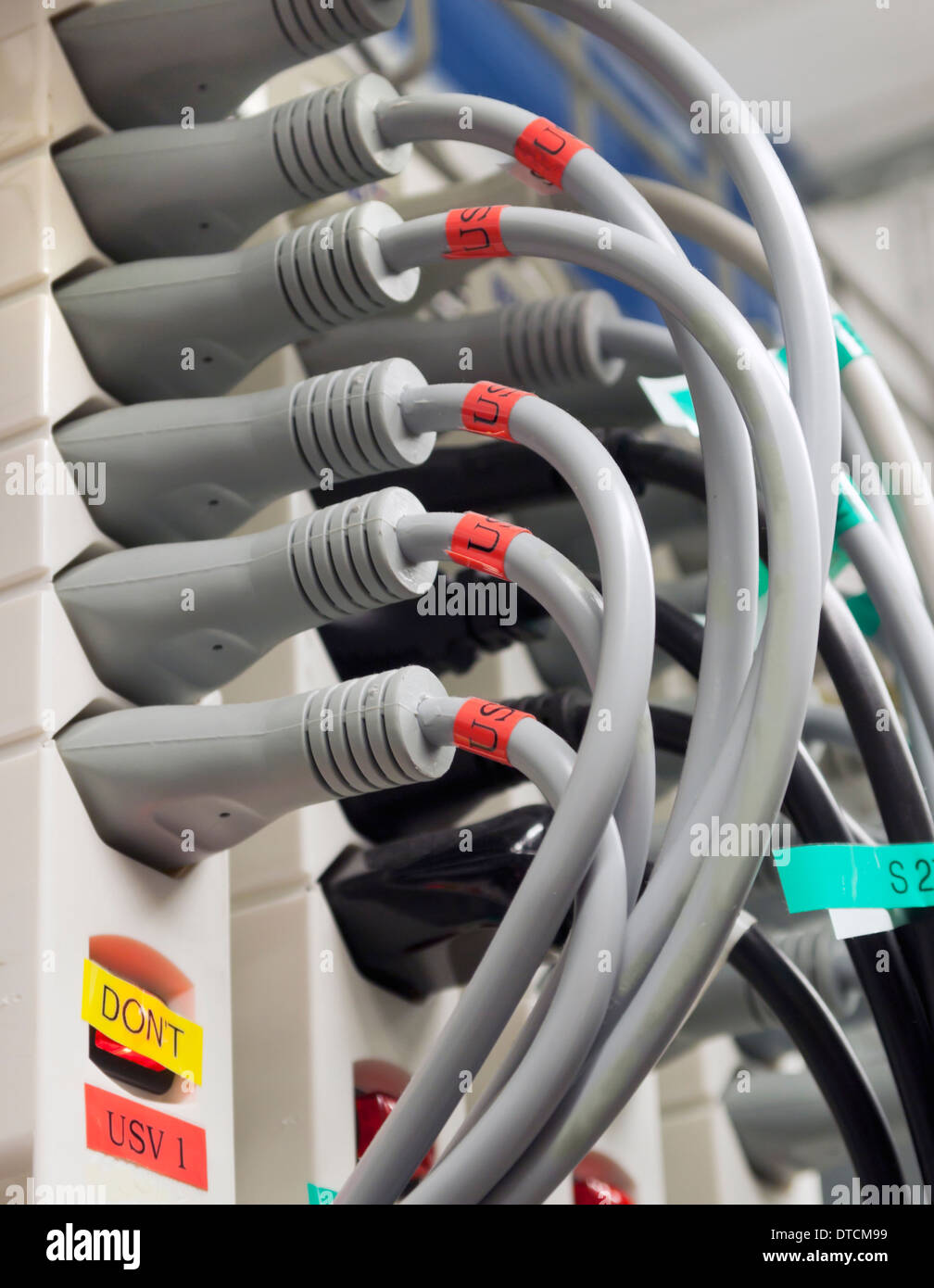 Nett Elektrische Steuerverdrahtung Ideen - Schaltplan Serie Circuit ...