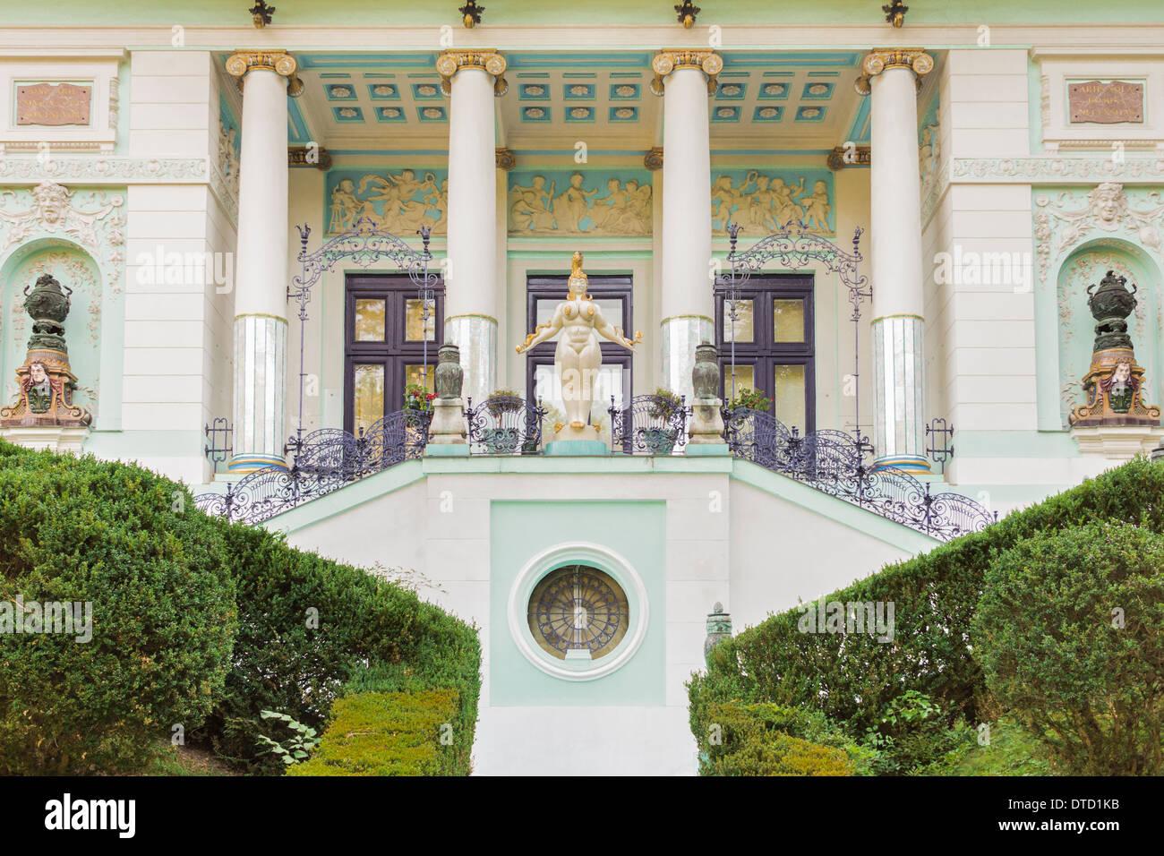 Eingang des Ernst-Fuchs-Museum in einem Gebäude vom Architekten Otto Wagner, Wien, Österreich Stockbild
