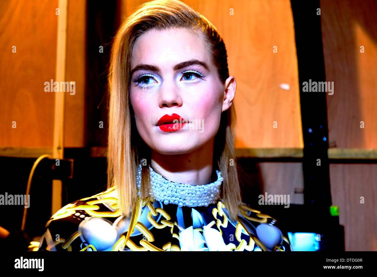 Models backstage bei der Londoner Modewoche Stockbild