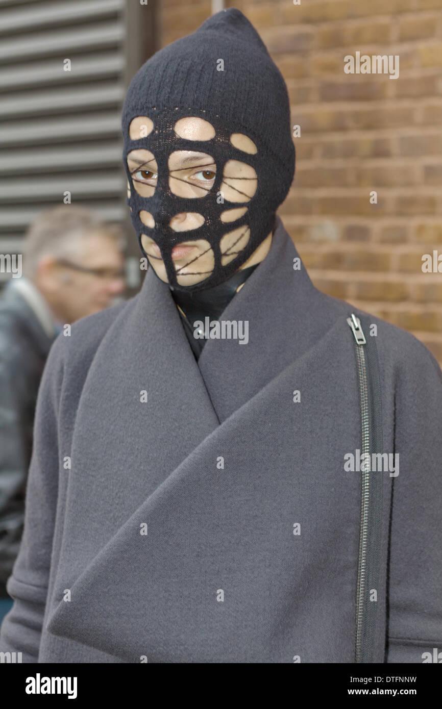 Ein schickes neues Yorker posing in den Straßen während der Fashion Week in New York City - 8. Februar 2014 - Foto: Start-und Landebahn Manhattan/Thomas B. Ling/Picture Alliance Stockbild