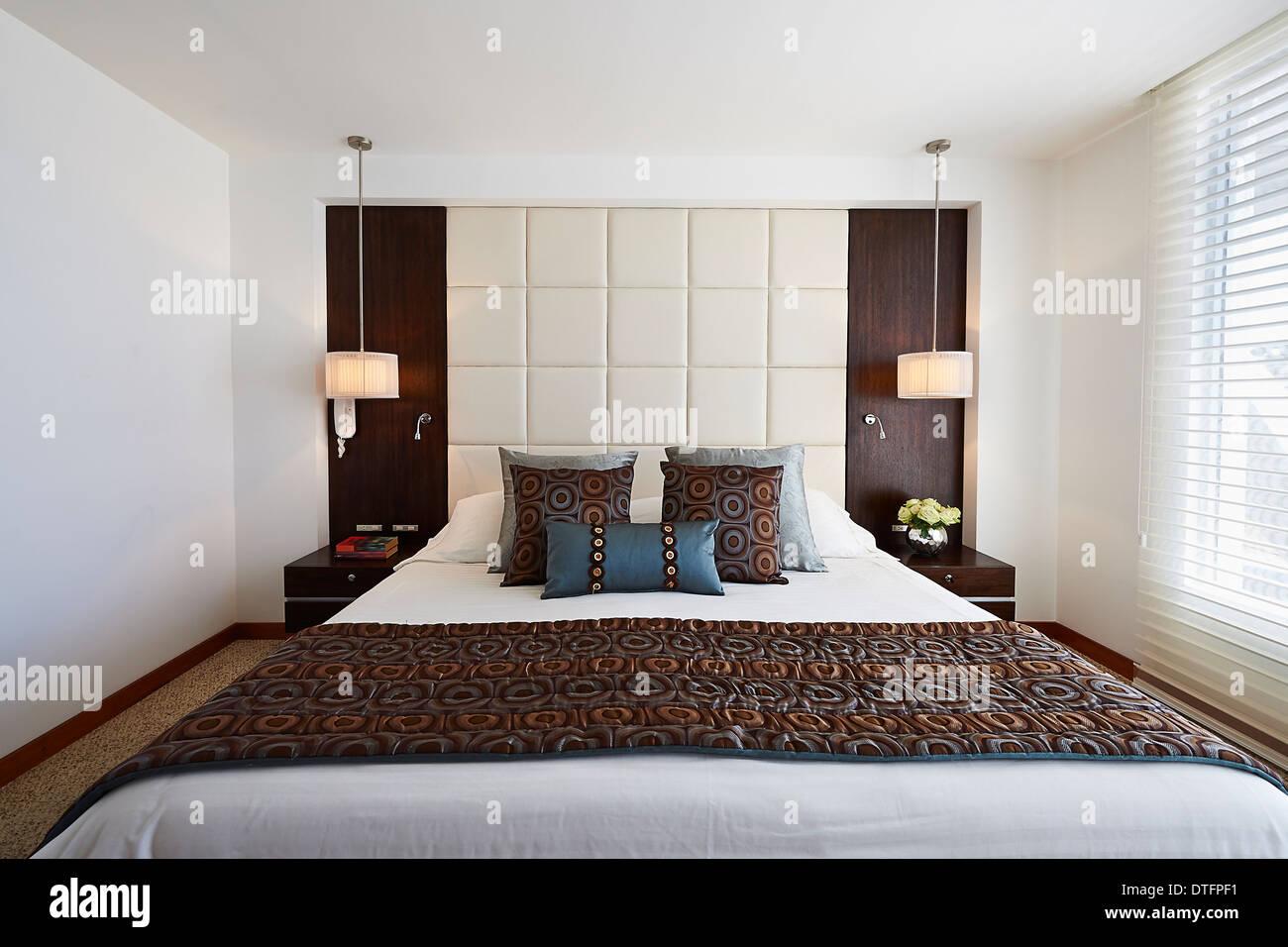 Innenarchitektur: große moderne elegante Schlafzimmer Stockfoto ...