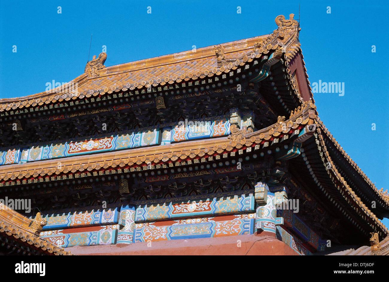 China. Beijing. Verbotene Stadt. Dach eines Gebäudes im Inneren. Stockfoto