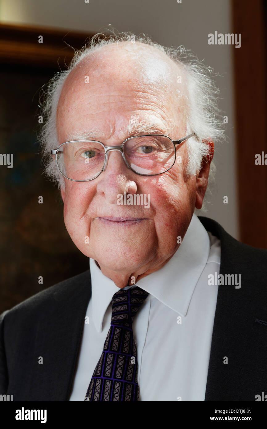 Nobelpreisträger Professor Peter Higgs, die die Existenz von subatomaren Teilchen Theorie benannt das Higgs-Boson Stockbild