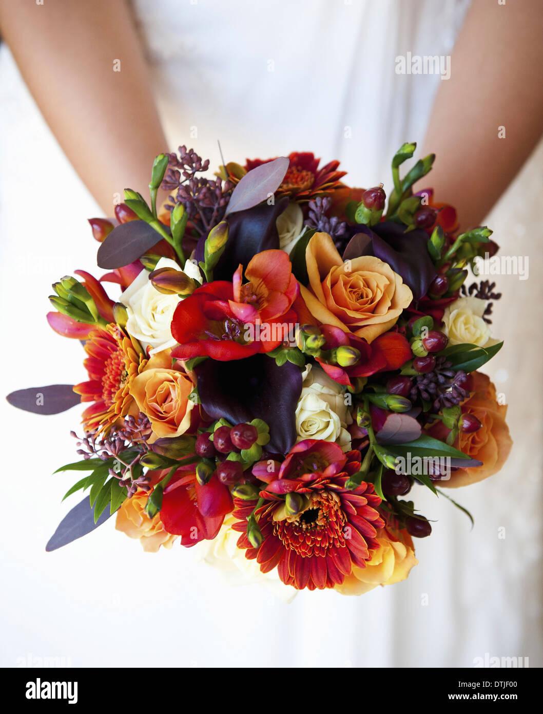 Brautstrauss Von Herbst Farbige Blumen Rosen Lila Rot Orange