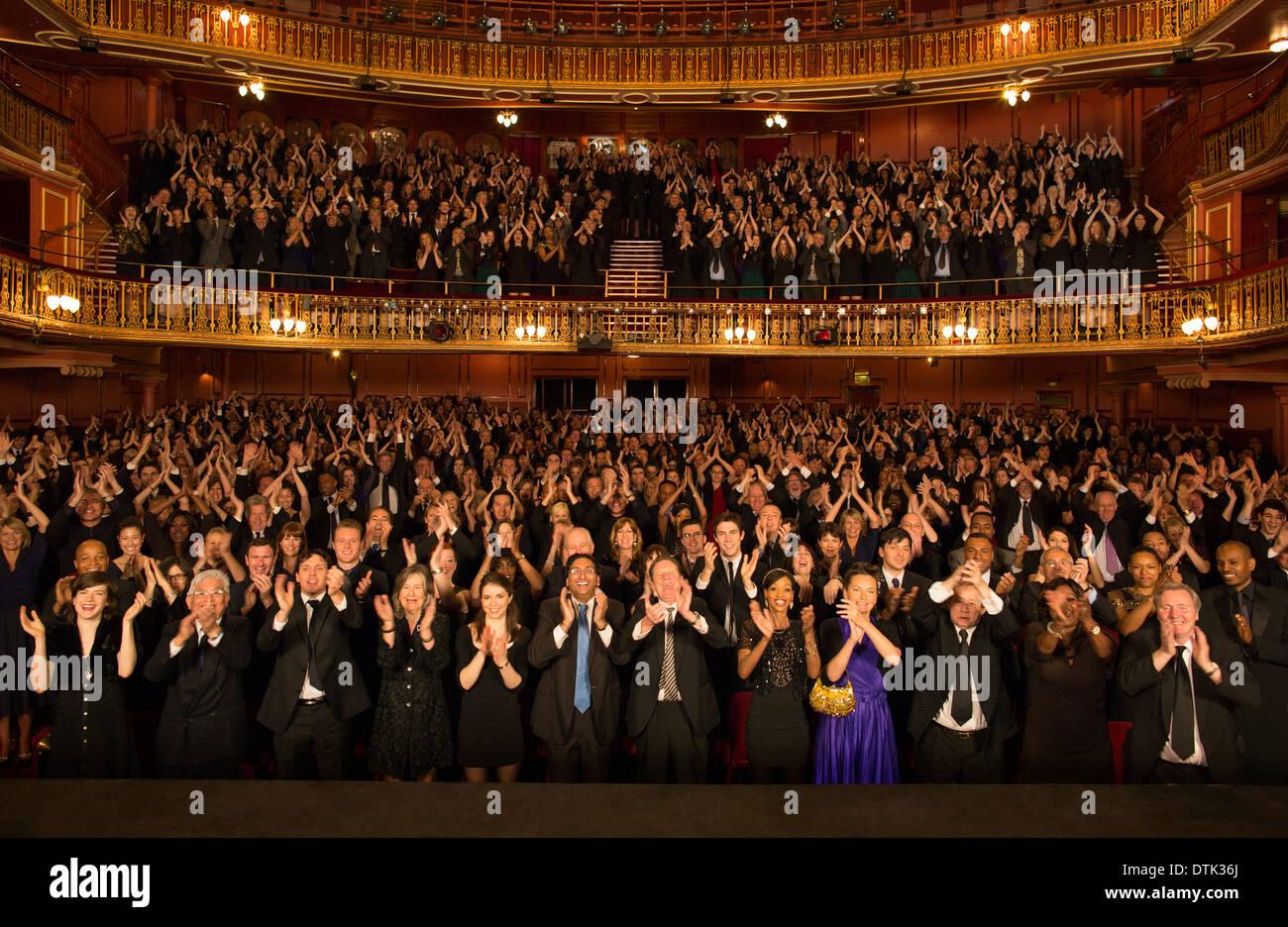 Publikum Beifall im theater Stockbild