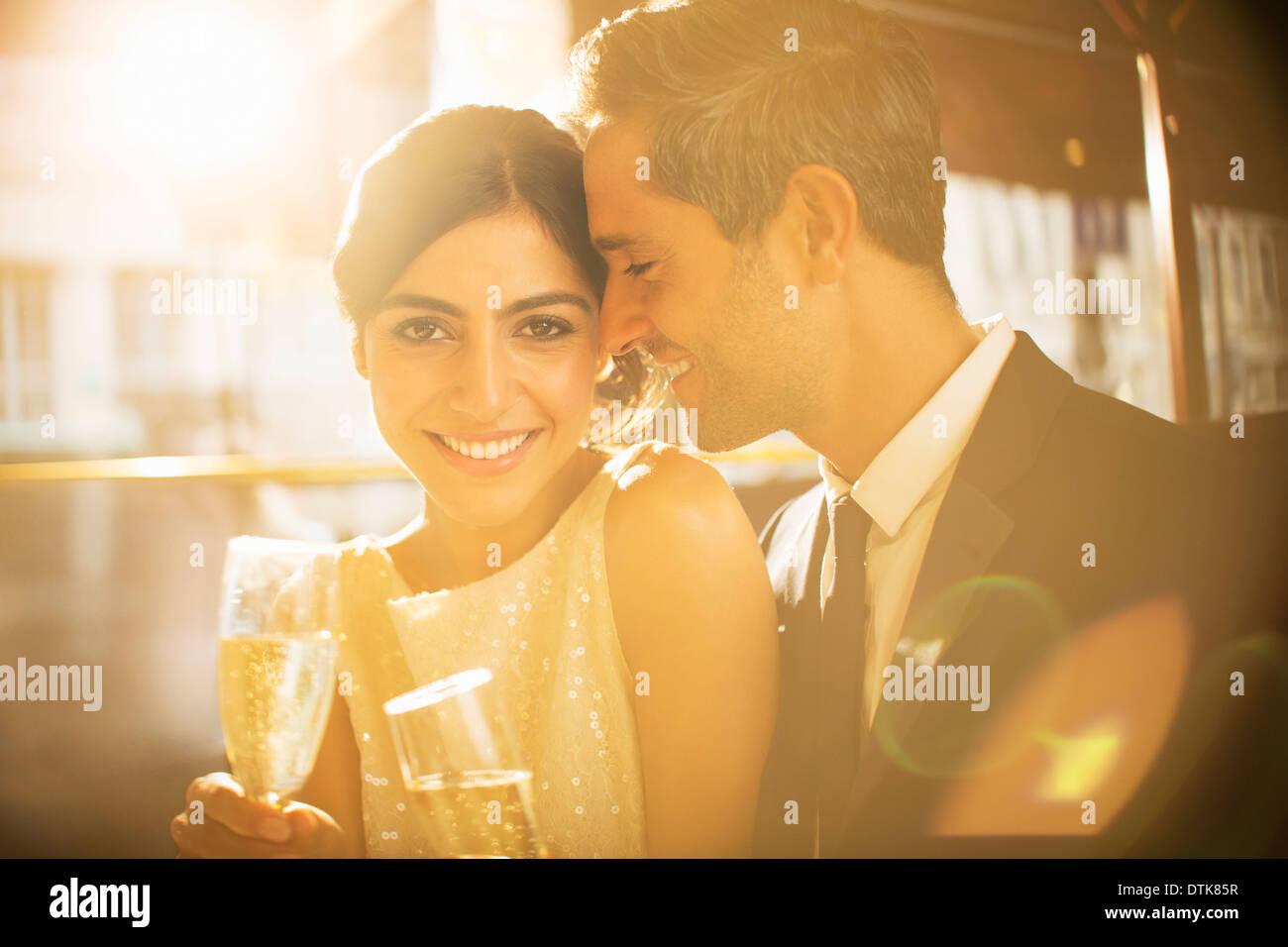 Paar beim Champagner zusammen Stockbild