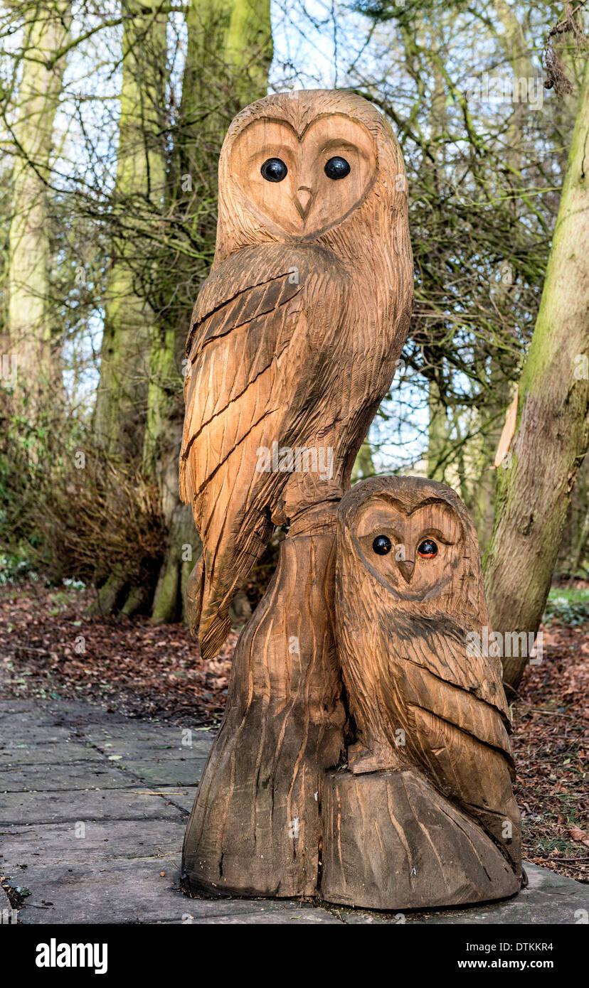 Eule Holz Skulpturen An Burton Agnes Hall In Der Nähe Von Driffield
