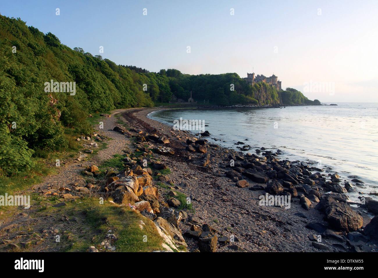 Culzean Castle in der Abenddämmerung von Culzean Bay auf dem Küstenpfad von Ayrshire, Ayrshire Stockfoto