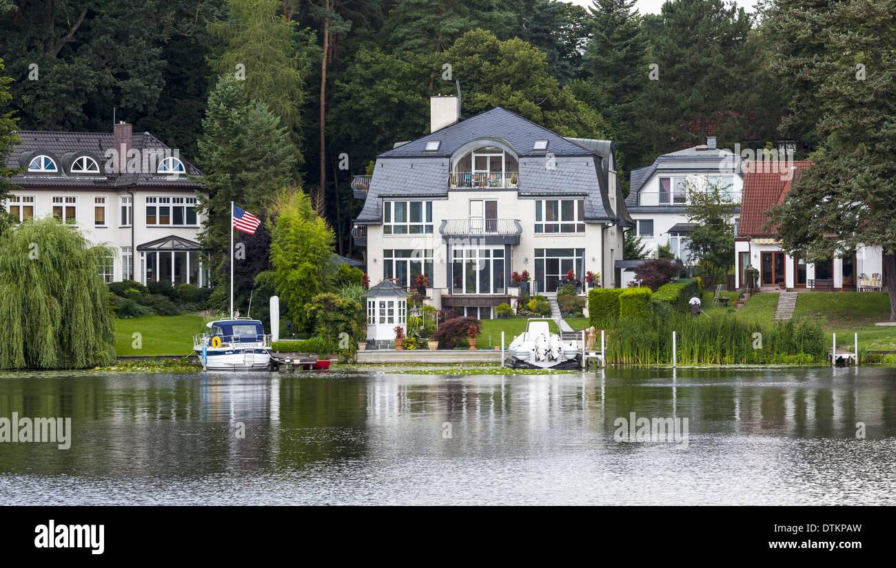 villa am see stockfoto bild 66817489 alamy. Black Bedroom Furniture Sets. Home Design Ideas