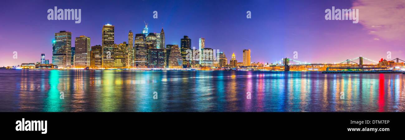 Skyline von New York City-Financial District über den East River. Stockfoto