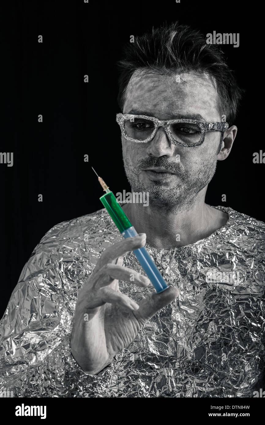 Porträt von Spaceman mit Spritze. Stockbild