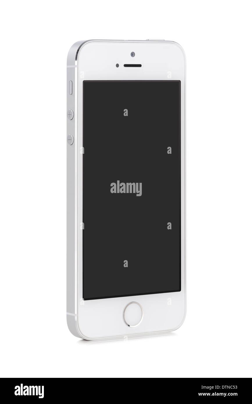 Bottom-up-Sicht auf gedreht auf ein spitzer Winkel, der weiße moderne mobile smart Phone mit unbelegten Schirm isoliert auf weißem Hintergrund. Stockbild