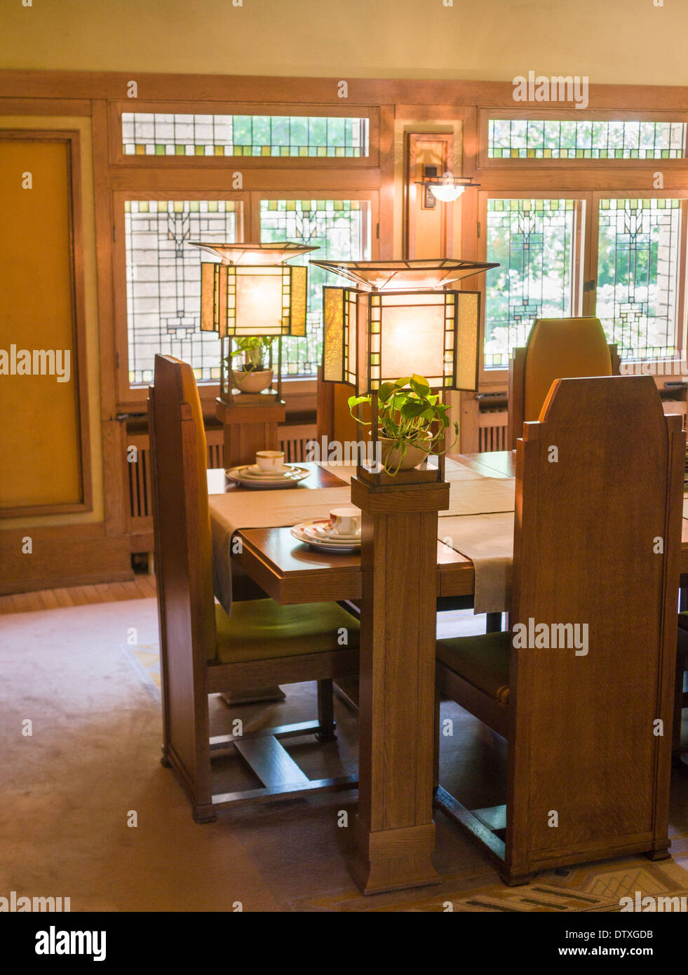 Frank lloyd wright chair stockfotos frank lloyd wright for Fenster lampen