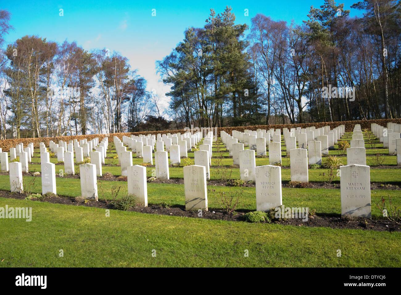 Cannock Chase Staffordshire England UK Deutscher Soldatenfriedhof Reihen von Grabsteinen von Deutschen, die auf britischem Boden im Zweiten Weltkrieg 1 gestorben Stockbild